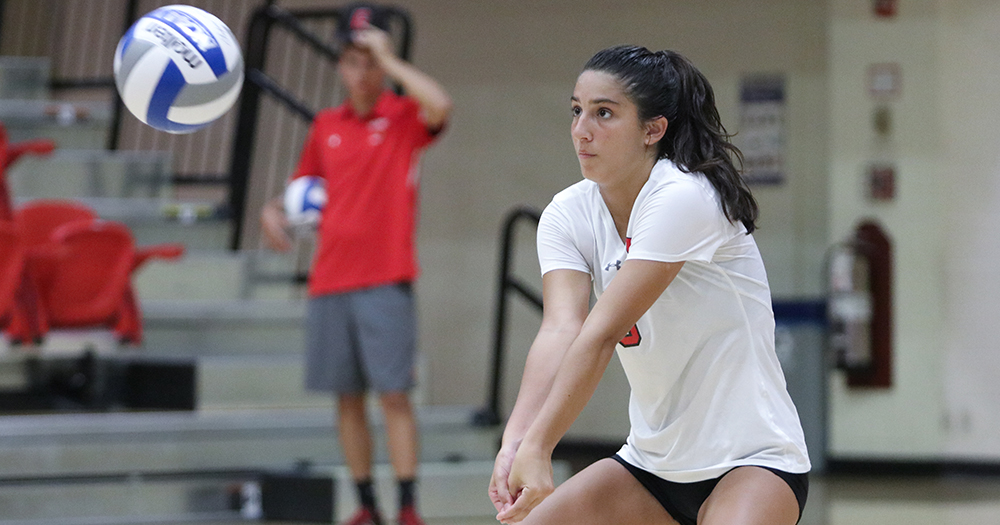 Career Day From Martinez Leads Cardinals to Five-Set Victories