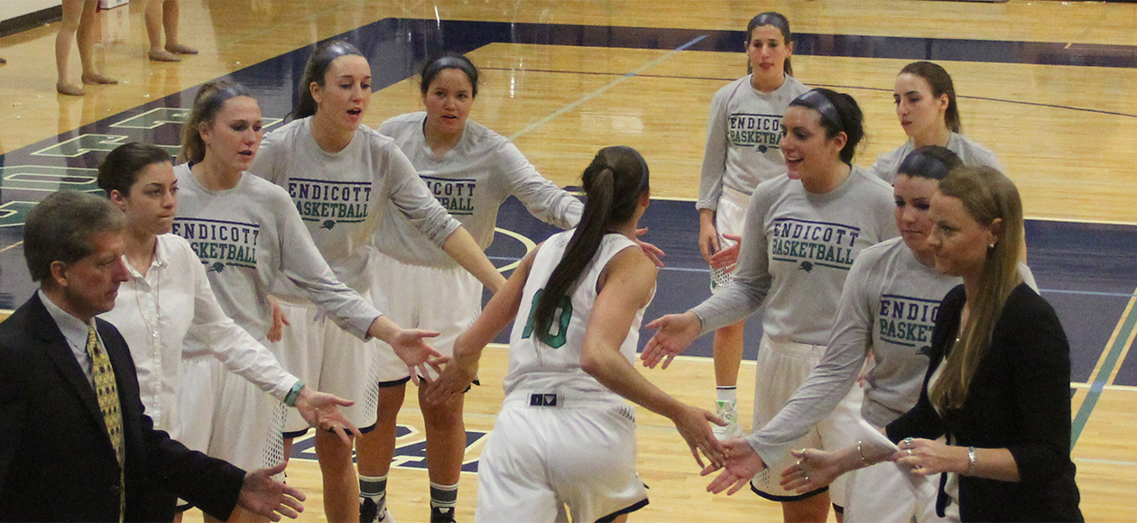 No. 4 Endicott Women's Basketball at No. 1 UNE: 2016 CCC Semifinals Preview
