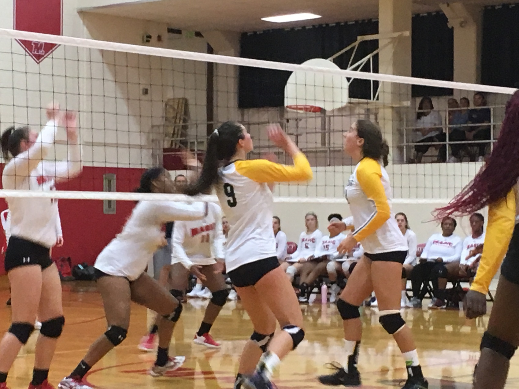 Bryn Mawr preps for Breast Cancer Awareness volleyball match with win over Mercy