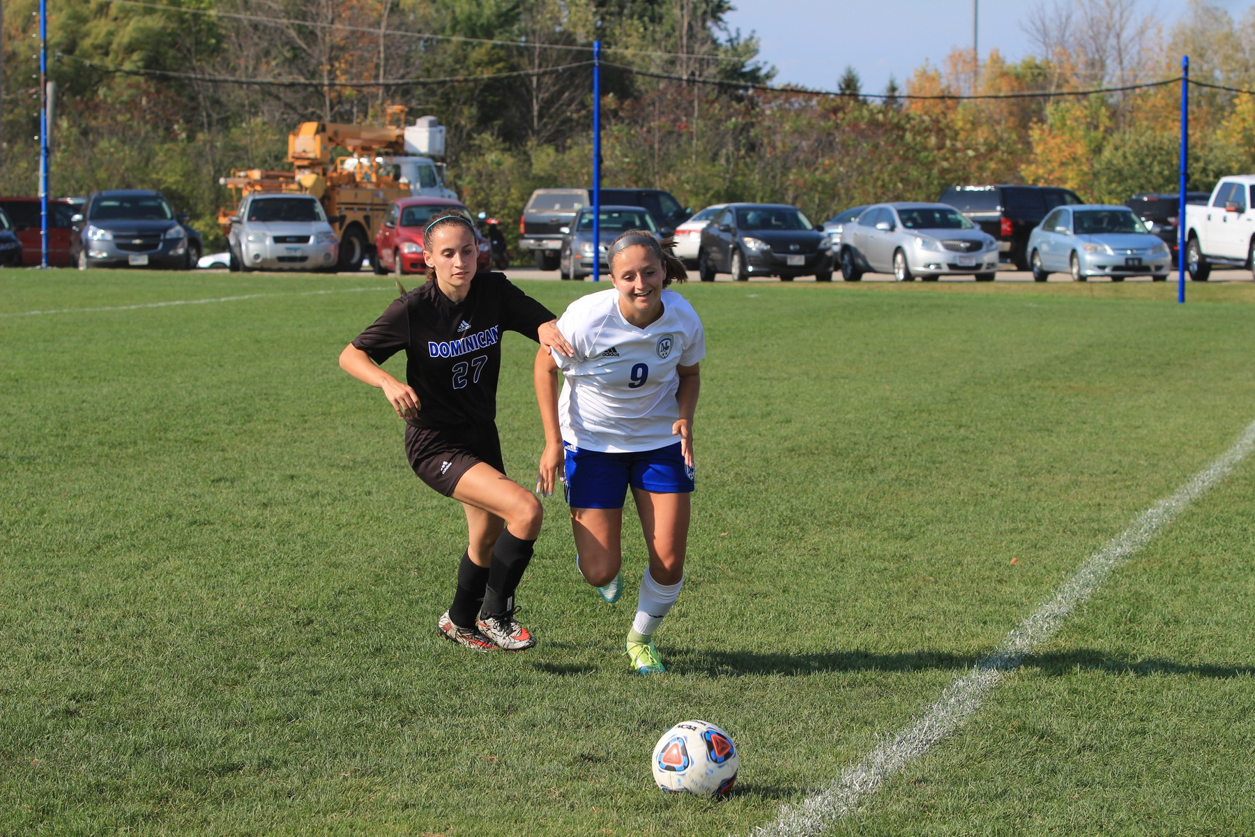Alicia Balken tries to keep the ball in.