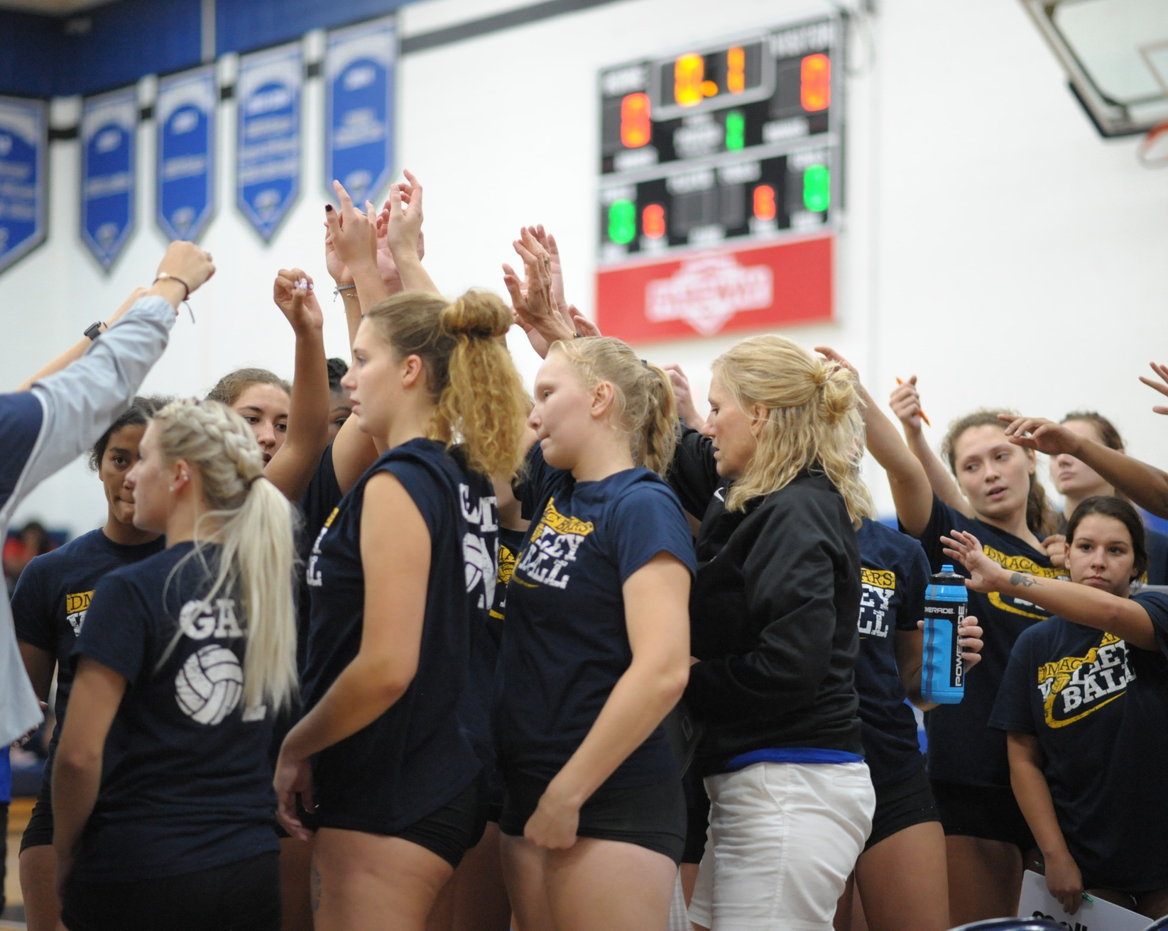 DMACC volleyball team sweeps two matches in Yellowjacket Volleyball Invite