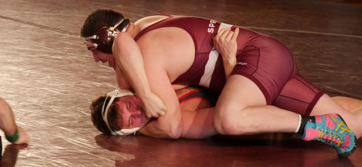 Fast Start Allows Wesleyan To Edge Wrestling, 23-15