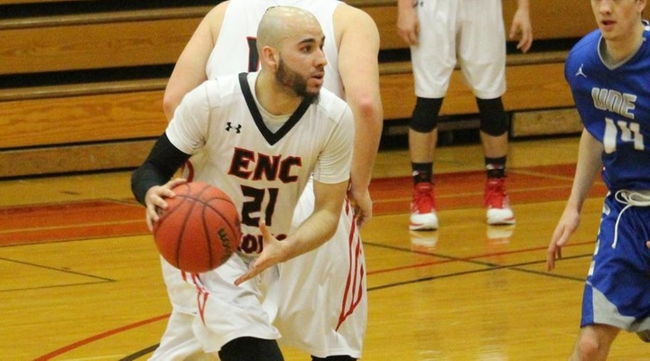 Men's Hoops Outlasts University of New England, 65-62