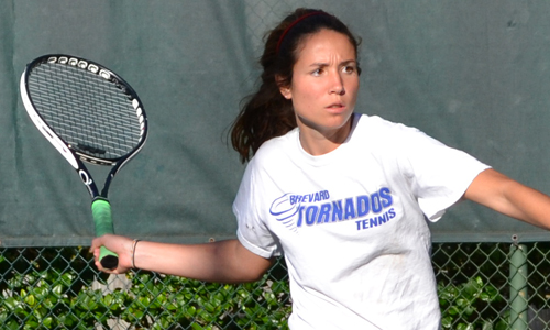 Michelle Prata sizing up a forehand winner. Photo taken by Resa Chandler,