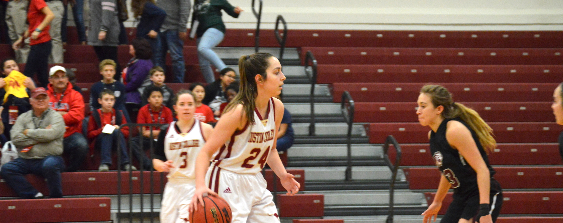'Roo Women Cruise Past Schreiner