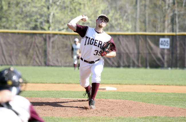 Tigers Split Double Header at Virginia Wesleyan