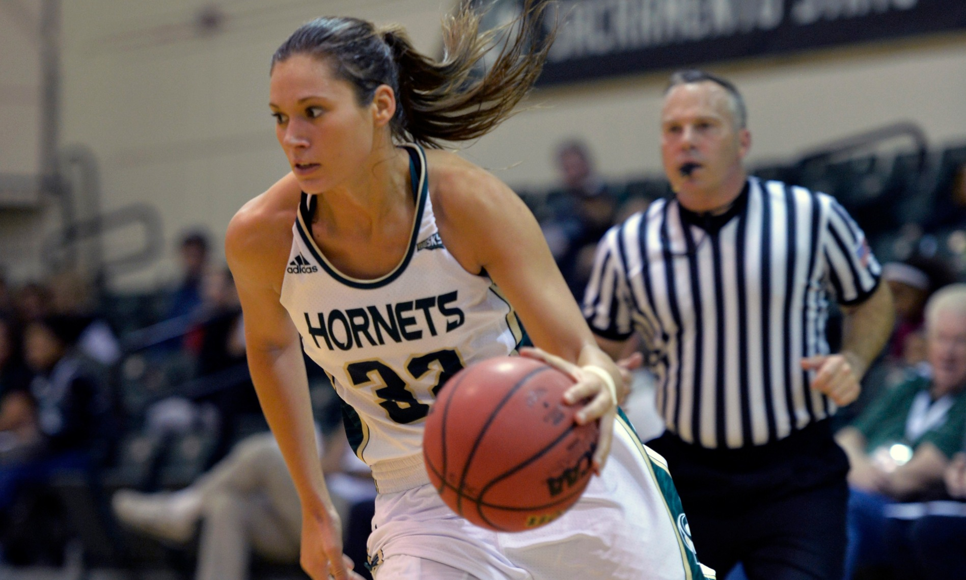 FRIEND SCORES 24, NICHOLAS RECORDS DOUBLE-DOUBLE BUT HORNETS FALL AT WEBER STATE