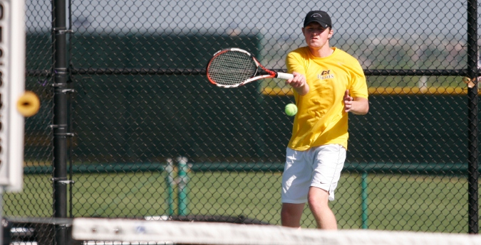 Tennis Ends Fall Season with Big Wins