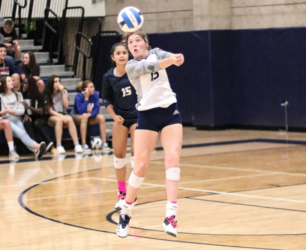 Sophomore Madi Nash (Sahuaro HS) had a double-double of 17 kills and 21 digs while freshman Aydalis Felix (Rincon HS) posted 26 digs and had two aces as the Aztecs volleyball rallied but fell short in a five set tiebreaker at No. 4 ranked Scottsdale Community College (26-24, 25-18, 17-25, 21-25, 15-12). The Aztecs close the regular season at 13-12 overall and 8-7 in ACCAC conference play. Photo by Stephanie Van Latum