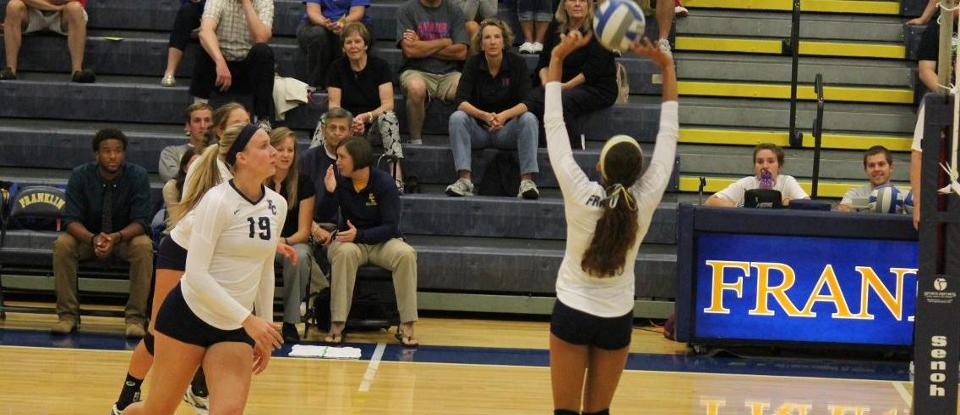 Volleyball Splits Matches to Begin Aurora Invitational on Friday