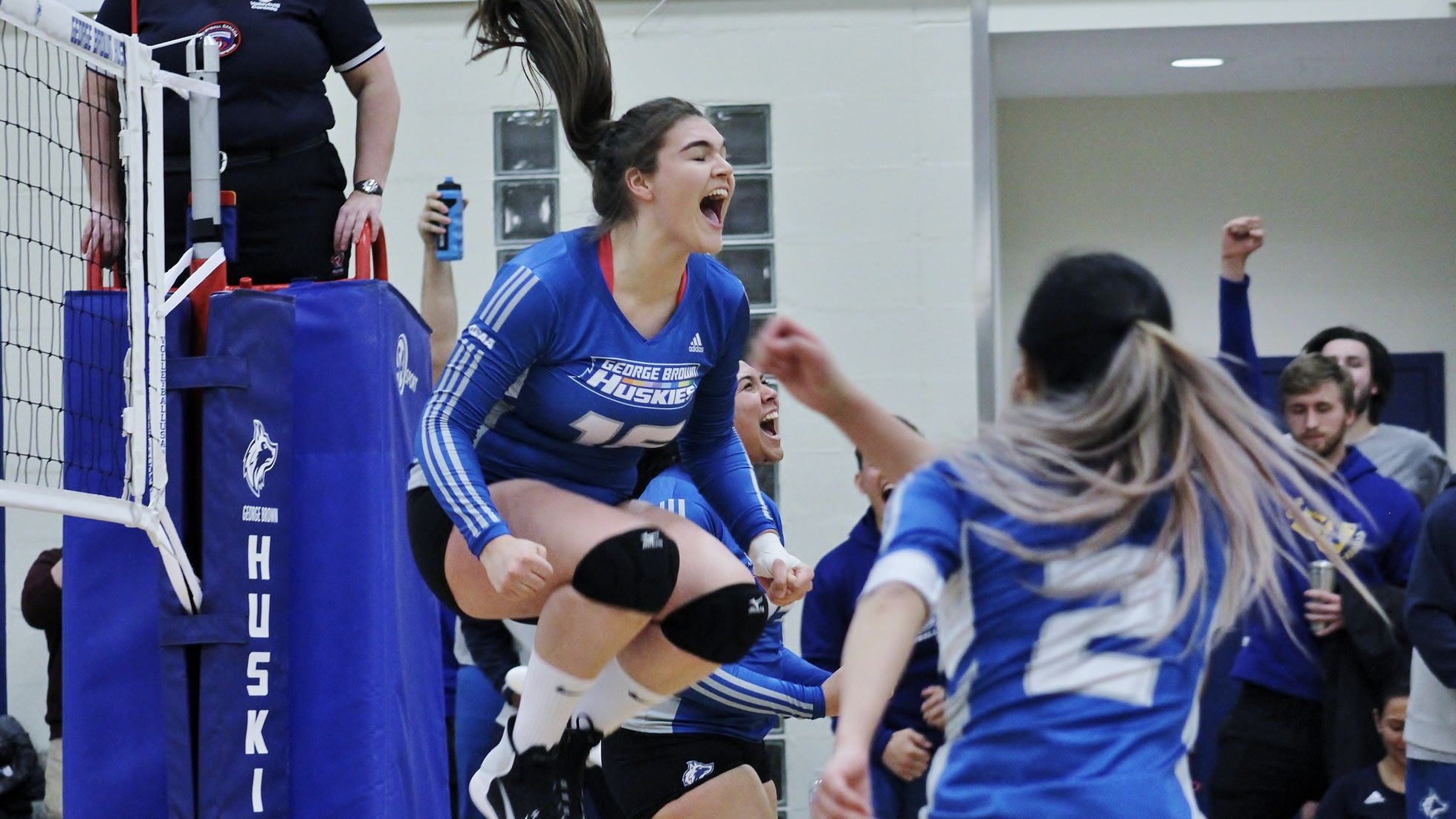 HUSKIES WOMEN'S VOLLEYBALL STORM BACK FROM 2-0 DEFICIT TO DEFEAT LA CITE