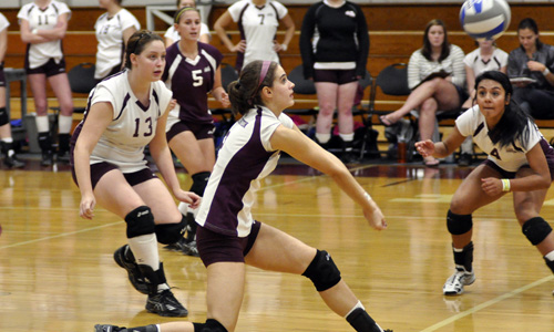Women's volleyball drops four-set decision at Husson