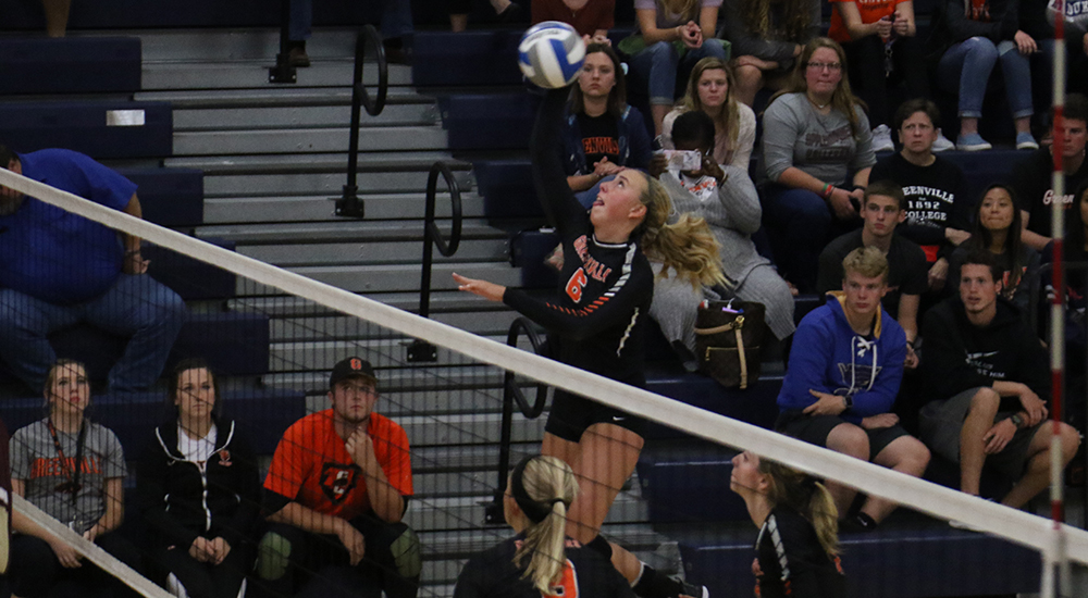 Women's volleyball opens SLIAC season with win