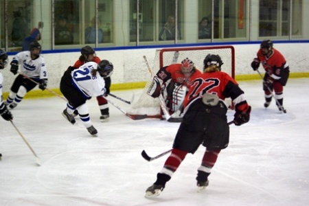 Falcons subdue Pipers 7-4