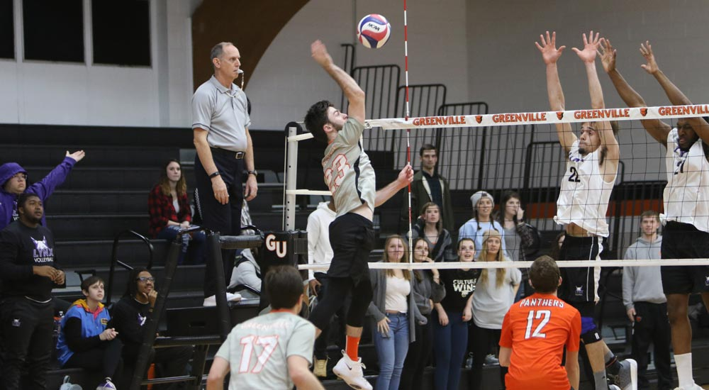 Men's volleyball drops MCVL match at Loras
