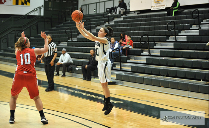 Stephanie Martinez Scores Career-High 17 Points in 63-60 Loss at Salisbury