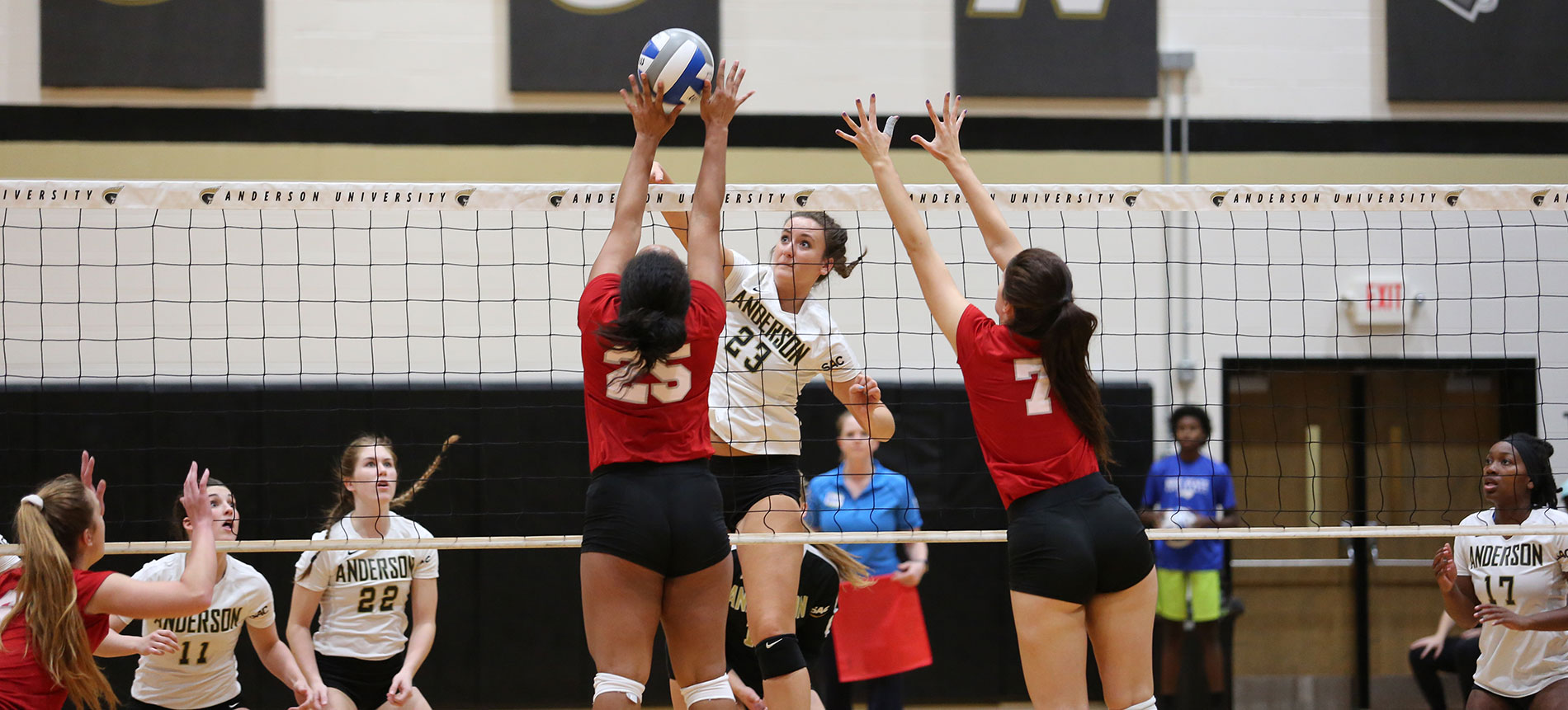Volleyball Rallies for Five-Set Win at Lincoln Memorial
