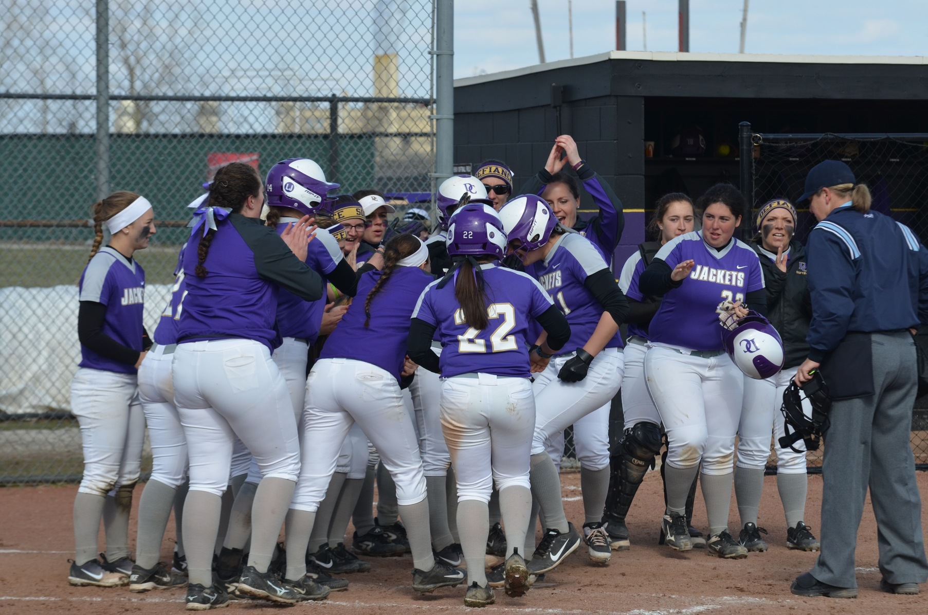 Yellow Jackets Finish MSJ Doubleheader in Split