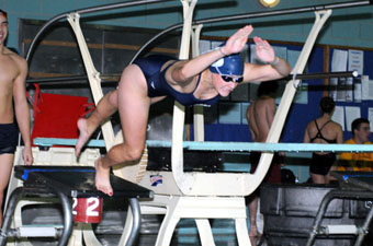 Despite 400 medley relay record, women's swimming falls to Wheaton