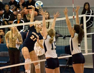 Volleyball halts losing streak with win over Coker