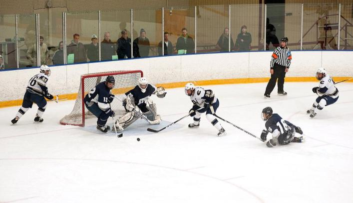 Men's Hockey Wins High-Scoring Affair; Blugolds Still Unbeaten