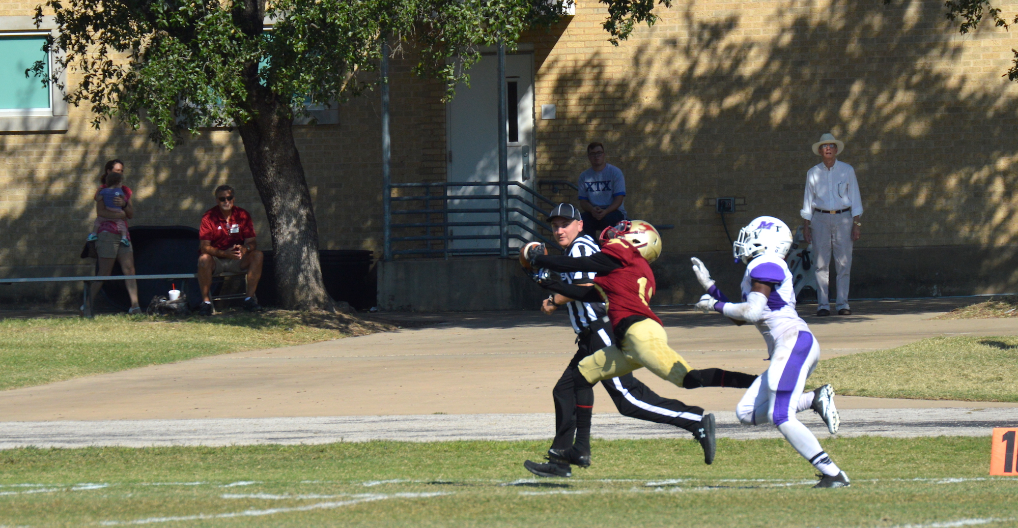 'Roos Celebrate Homecoming with First SAA Victory