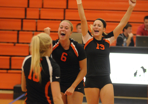 Oilers Rebound for 3-1 Win Against IUP