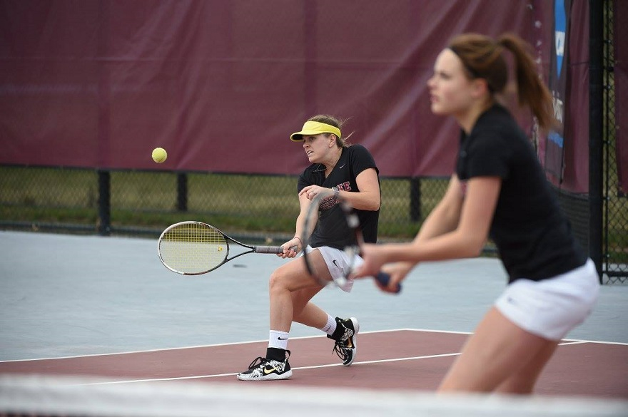 Women's Tennis Tops Hollins 7-0 on Thursday