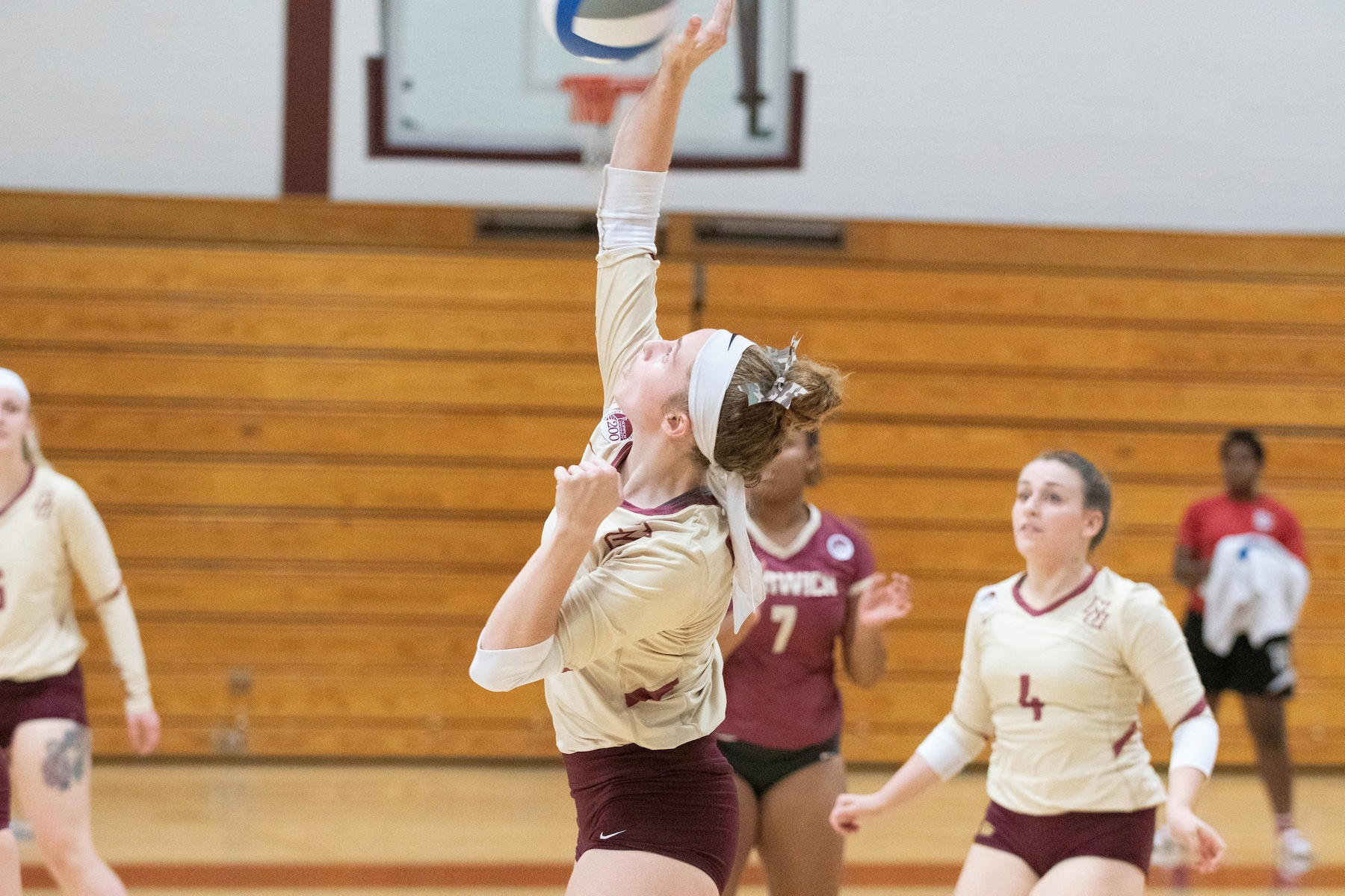 Volleyball: Norwich defeats Southern Vermont, 3-2