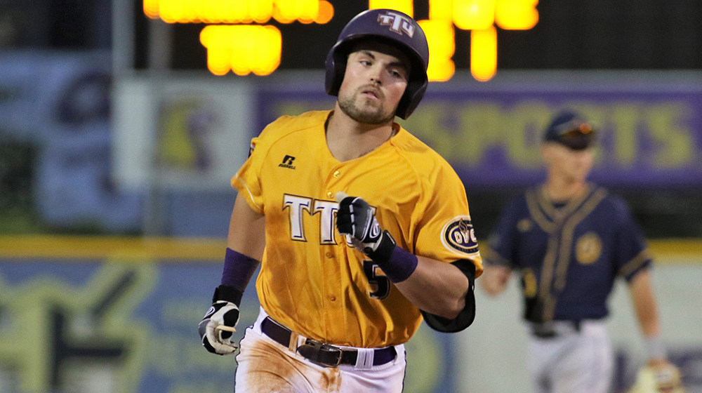 Big sixth inning lifts Golden Eagles past Redhawks, 8-4