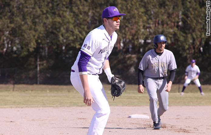 Baseball Hangs with No. 4 Southern New Hampshire Before Losing Late, 8-5