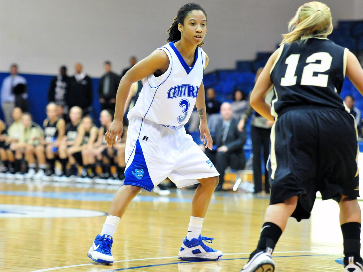 Simmons Leads CCSU in 66-51 Northeast Conference Loss at Robert Morris