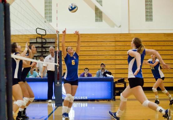 WOMEN'S VOLLEYBALL WRAPS UP BRANDEIS INVITATIONAL WITH A DAY TWO SPLIT