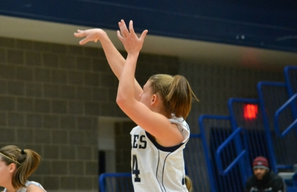 Wimmer's 24 Lead #21 UMW Women's Basketball Past CNU, 52-48