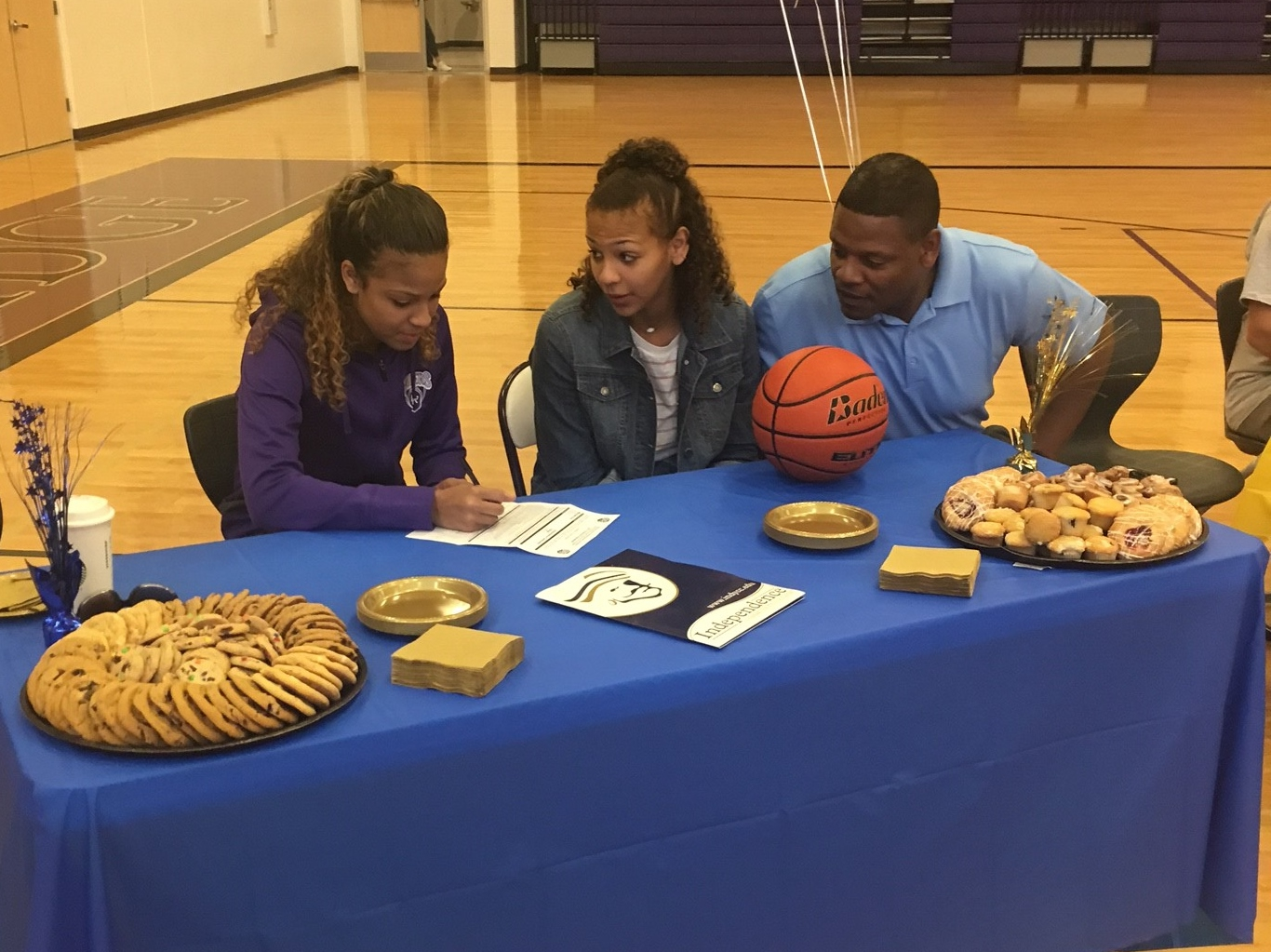 Mychaell Gray sign with Lady Pirate Hoops