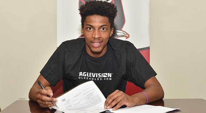 Darrelle Porter signs letter of intent with St. Francis College. (Photo by Tom Hagerty, Polk State.)