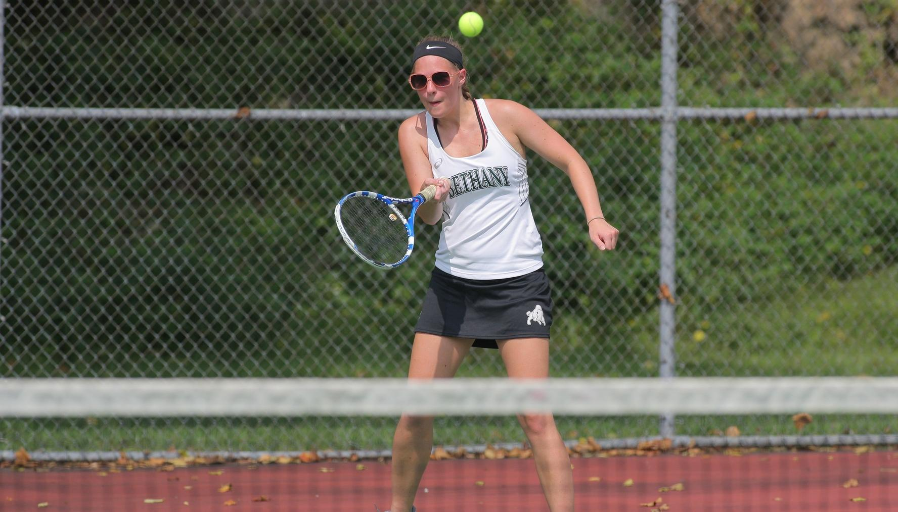 Women's tennis edges Thiel, 5-4