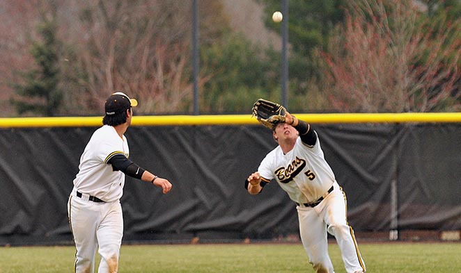 Baseball stays alive with 10-4 win over Swarthmore