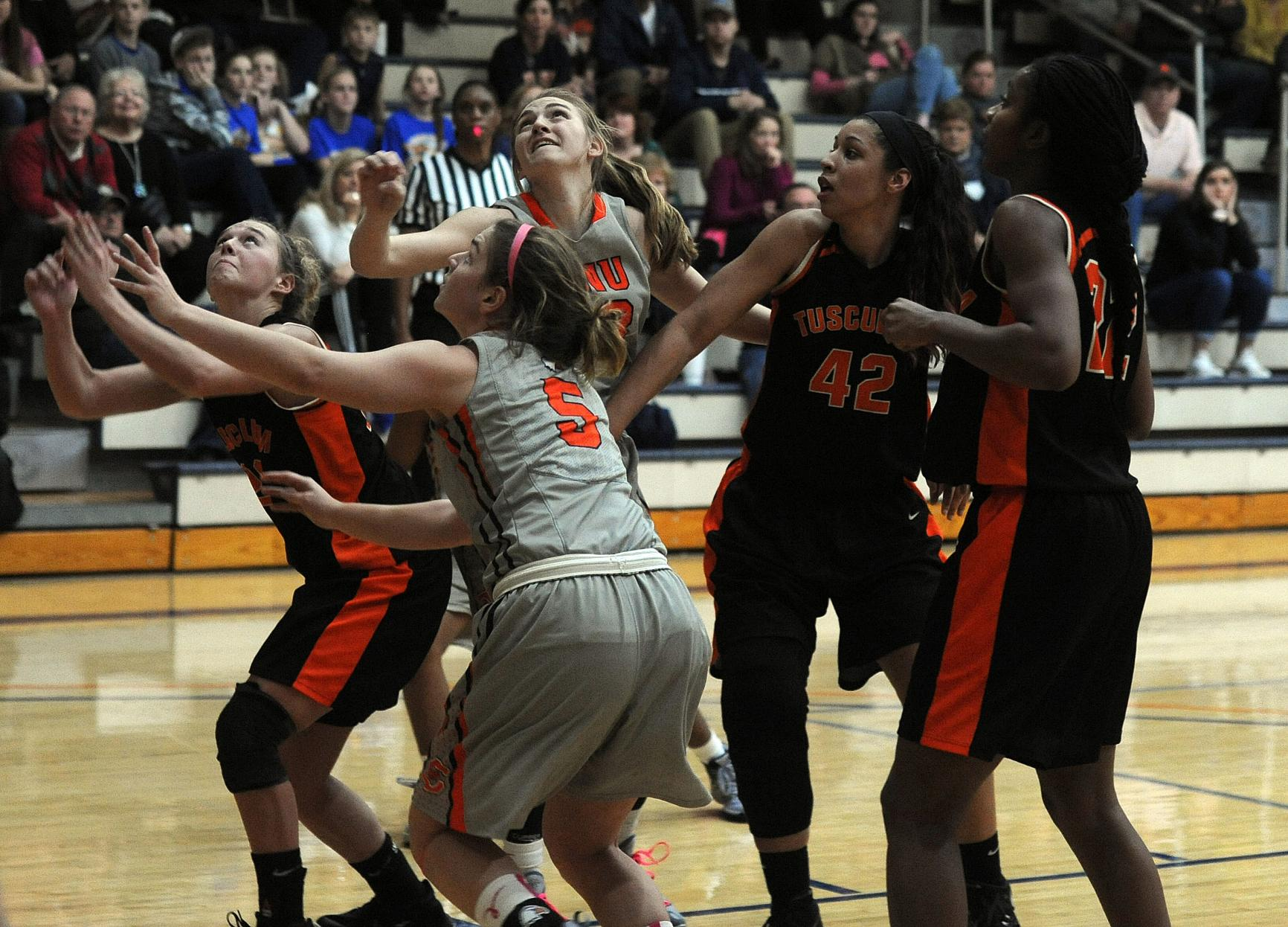 Pioneers puncture C-N's recent dominance in 64-55 win