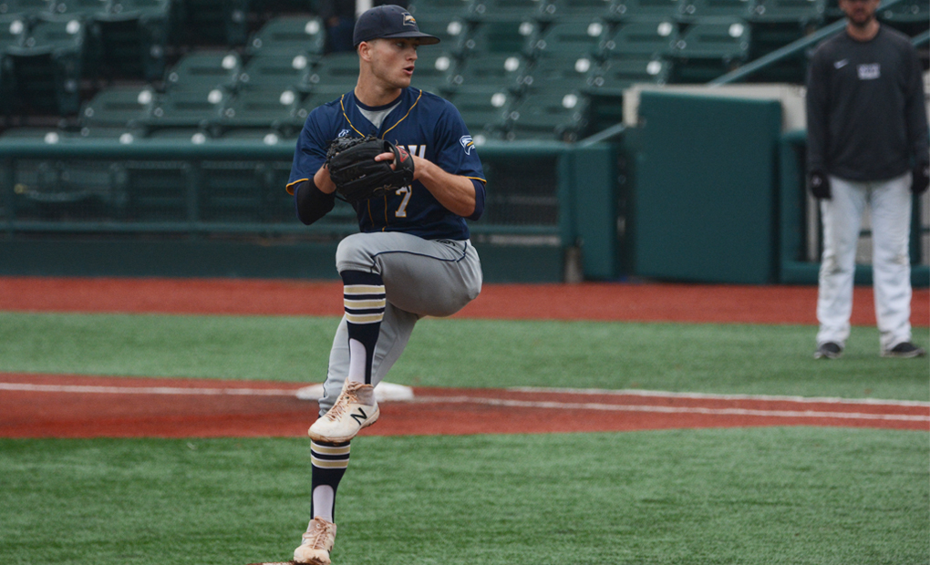 Baseball Reaches 20-Win Mark in Saturday Split at NYU