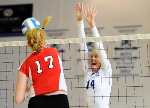 Volleyball Splits at UNH Invite