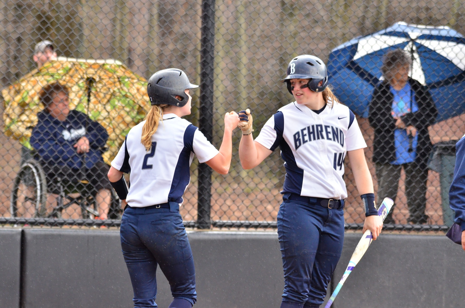 Softball Clinches AMCC Regular-Season Title and No. 1 Seed For Playoffs