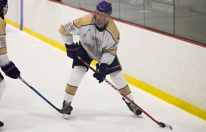 Men's Ice Hockey Falls at Nationally-Regarded Amherst, 4-1, After Hosts' Late Surge