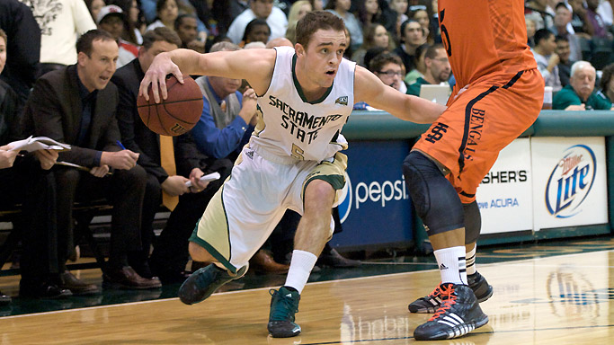 MEN'S HOOPS TRAVELS TO WEBER STATE ON THURSDAY, SEEKS 4TH STRAIGHT WIN