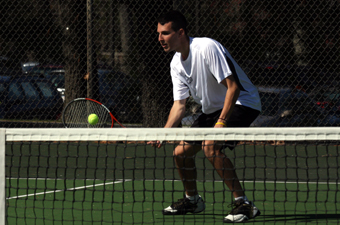 Men's tennis rallies past Tufts, 5-4