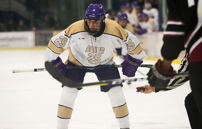 Men's Ice Hockey Falls to Host Middlebury During Holiday Tournament