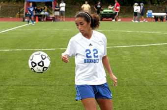 Women's soccer moves to 3-1-1 with 2-1 win over Bridgewater State