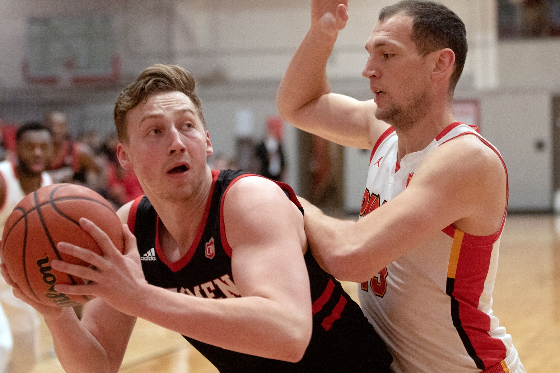 Winnipeg's Billy Yaworsky (left) posts up against Calgary's Brett Layton during men's basketball action Saturday, Jan. 18, 2020. (David Larkins/Wesmen Basketball)