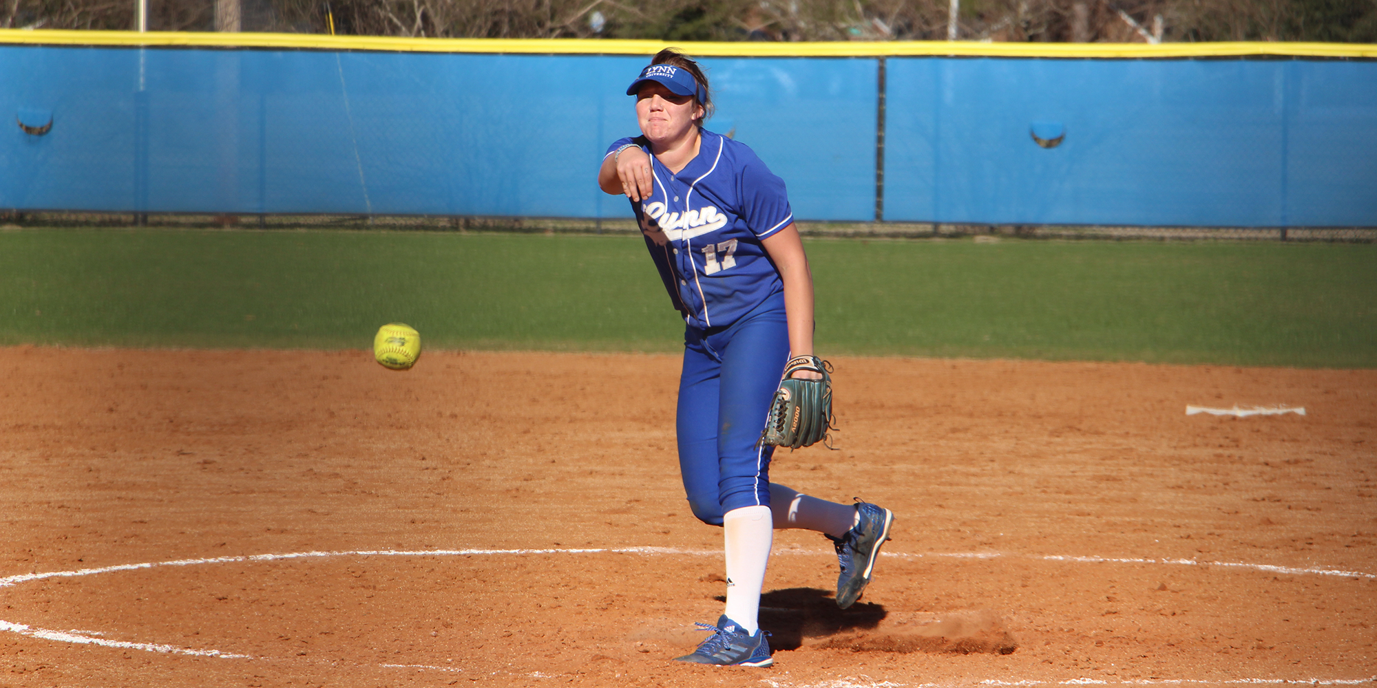 Softball Ramps Up Offense in Doubleheader Victory