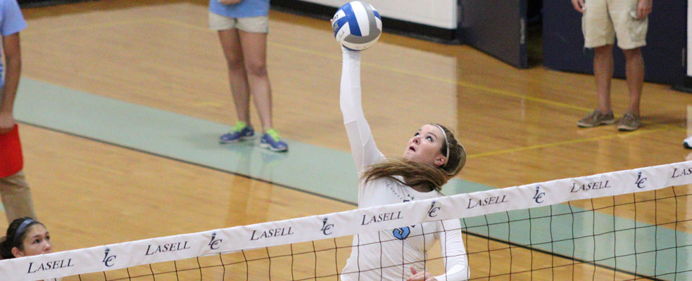 Women's Volleyball Splits with Mitchell and Saint Joseph's Maine